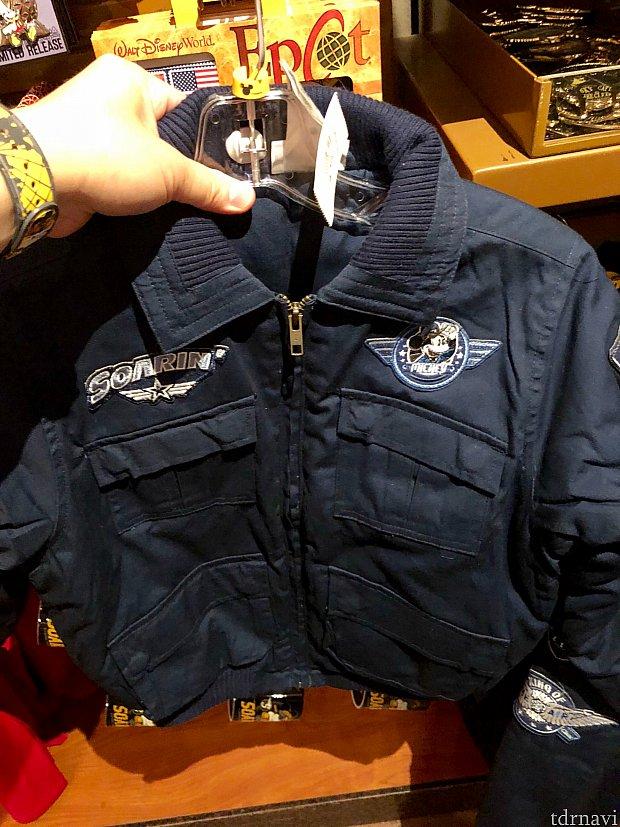 パイロットジャケット。胸元のミッキーはまた少し違ったデザインです。オーランド空港からWDWへ送迎してくれるバスの、マジカルエクスプレスのデザインに似ていますね。