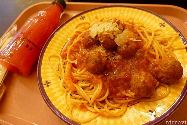 こちらがミートボールスパゲッティ。これを見るとどうしても『わんわん物語』を思い出してしまって頼まずにはいられません!!笑 お味も美味しいのでおすすめです!次は何を食べようかなぁ〜♪