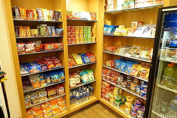 お菓子やドリンクも購入できて便利です。