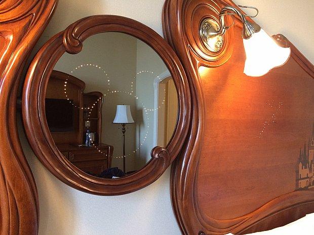 鏡もミッキーが浮かび上がります。