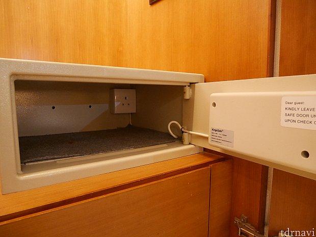 金庫内に電源があったので充電しながら保管できるみたい!