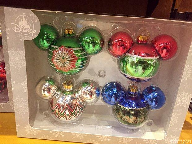 このツリー オーナメント色合いが鮮やかで綺麗ですよね。でもクリスマスオーナメントはいつも結構な値段がして、これも$24.99。これ5箱でクリスマストレイン買えます。(笑)