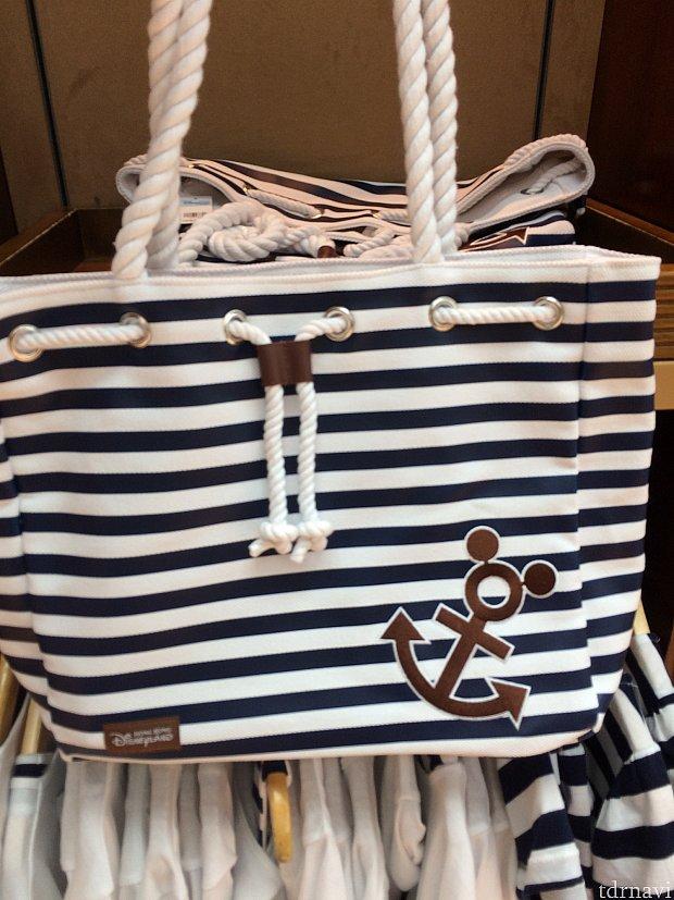 プールバッグにも使えそうなバッグ。288香港ドル