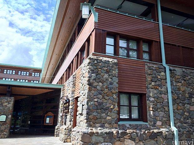 ホテルのテーマはアメリカの国立公園。WDWのウィルダネスロッジに雰囲気が似ていますが、こちらの方がかなりシンプル。