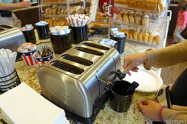 トースターで焼けます。時間設定に注意しないと焦げます。