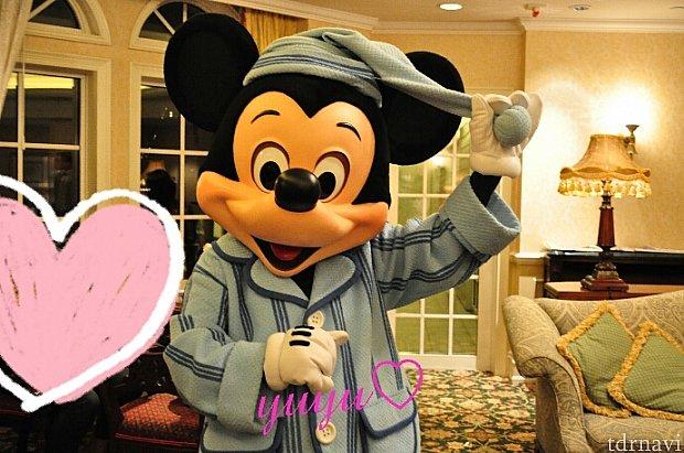 パジャマなミッキー!てろーんとした帽子が可愛らしい~(こちらは以前のお写真で今はニューフェイスになっています)