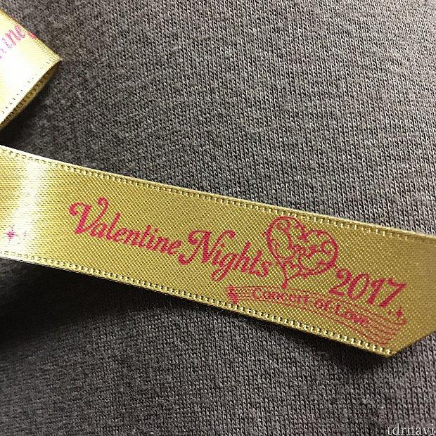 リボンにはバレンタインナイトのロゴが年号入りで