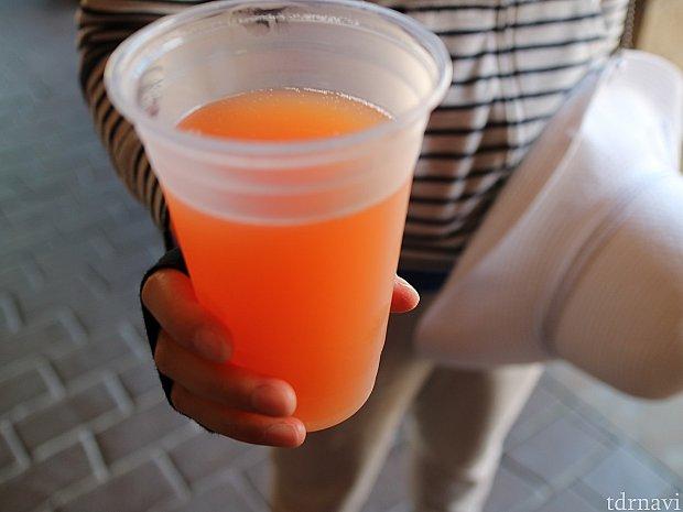 それなりの量があるので、嫁とシェアしました。こちらはすでに飲みかけです。