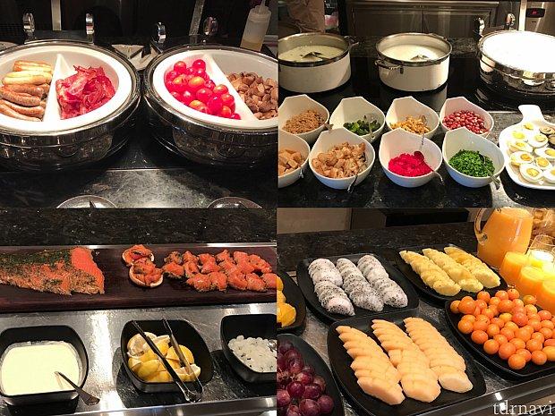 朝ごはん:(左上)ソーセージ、ベーコン、トマト、マッシュルーム。(右上)お粥とトッピング。(左下)スモークサーモン!ベーグルにはさんで食べると美味しかったです!(右下)フルーツ。