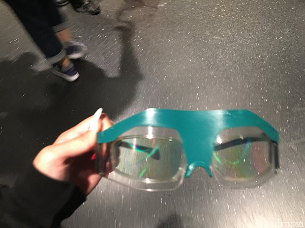 こちらのメガネをかけて乗車します。結構緩いのでズレます笑