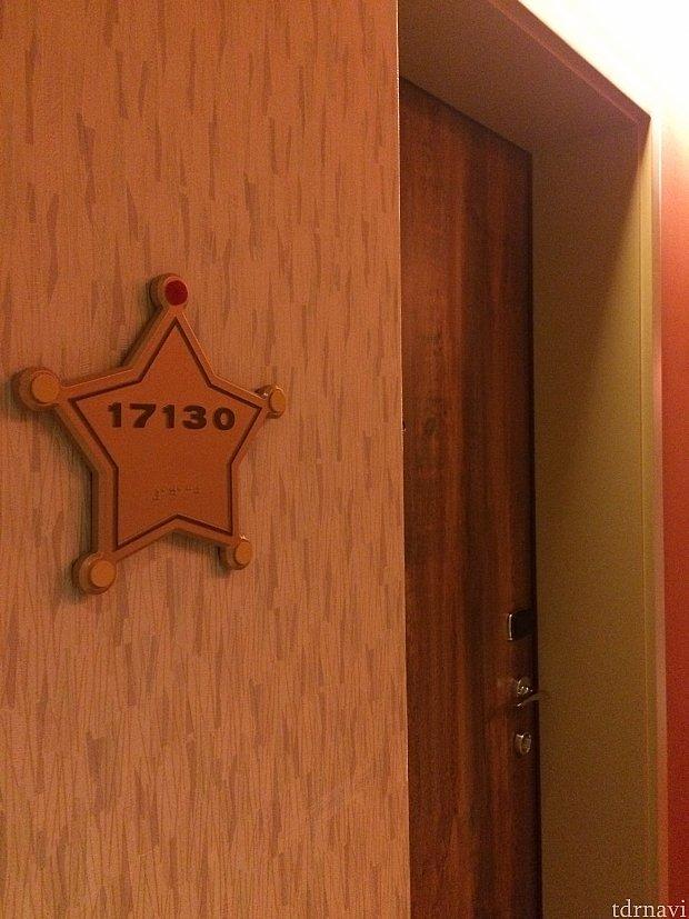 部屋番号もウッディ感