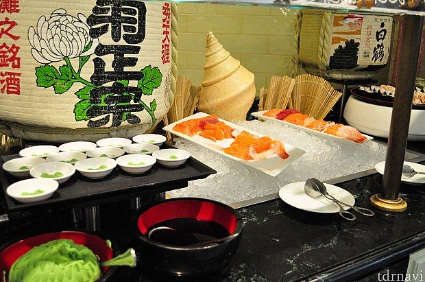 ディナーはお寿司や刺身も豊富!明太子いかなどおつまみっぽいものから一口ちらし寿司やら!
