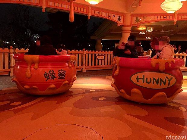 """ポットは漢字で""""蜂蜜""""と英語で""""Hunny""""の二種類がありました。"""