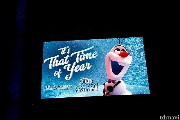 オラフが雪も降らせてくれます。