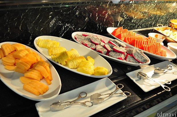 フルーツやデザートもたくさーん♡食べきれない(笑)