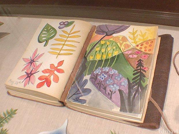 メアリー・ブレアが描いたアリスの世界をイメージしたものも隠れていました