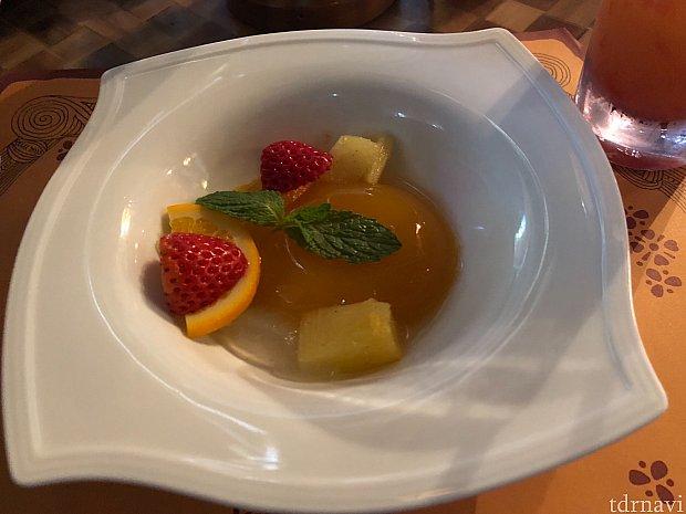 デザートです。 オレンジゼリーのフルーツあえ。