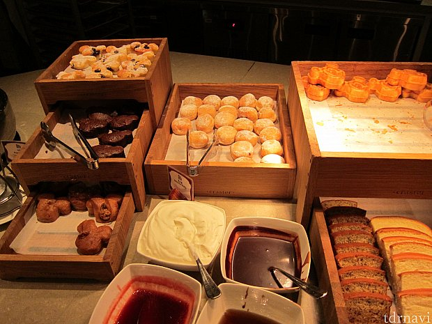 ミッキー型のパンはインスタ映えのために最小限だけ食べます。