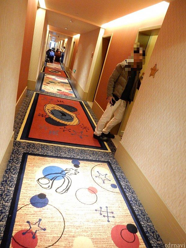 ウッディ棟の廊下は、ウッディのモチーフが散りばめられています