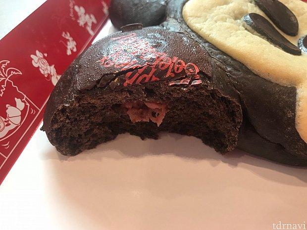 ミッキーパンのイチゴクリーム部分断面です。