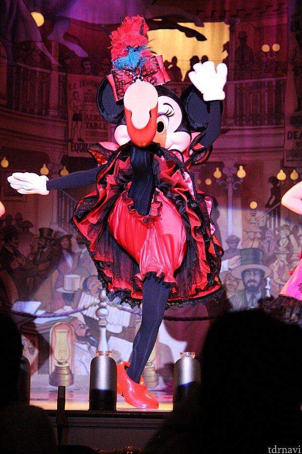 ミニーはキレッキレのダンスを披露してくれます!