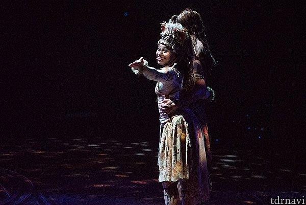 【愛を感じて】 ナラがシンバに王国に帰るよう説得します。