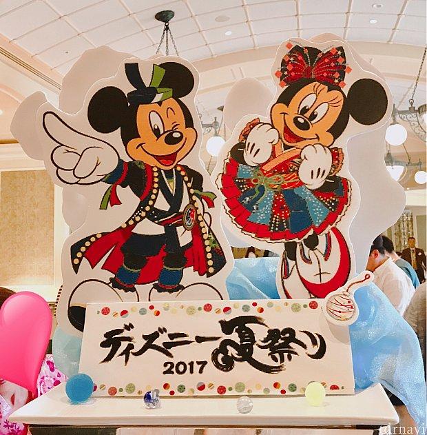 ブッフェコーナーでは、ディズニー夏祭りのミッキーとミニーがお出迎え☆