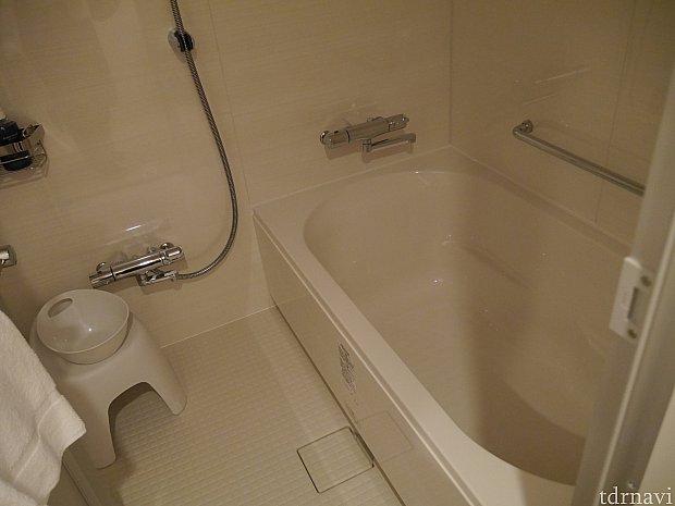 お風呂は洗い場付き! シャワーの水圧も問題なしです!
