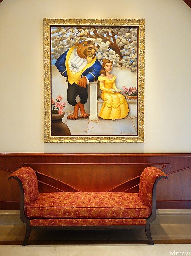 ルミエールのキッチン前のソファ。
