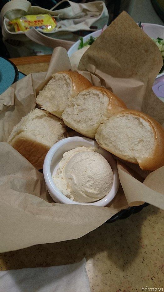 ふわっふわのパンと濃厚なハニーバター❤️絶品です✨