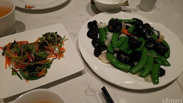 左がエゴマ油?の和え物、右が百合根とキクラゲの炒め物