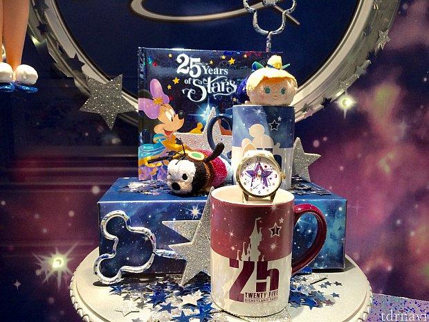 シブ目のテイストの25周年マグカップ