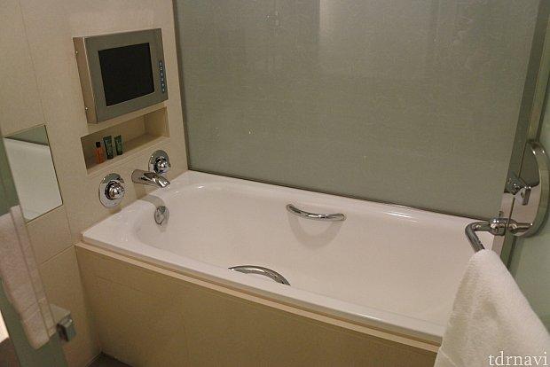 お風呂にテレビが!