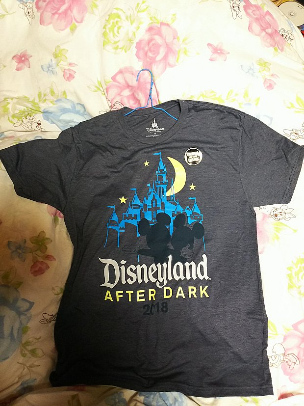 男性用Tシャツ。暗い場所で光るそうです。これと同じデザインでサーモマグがありました。