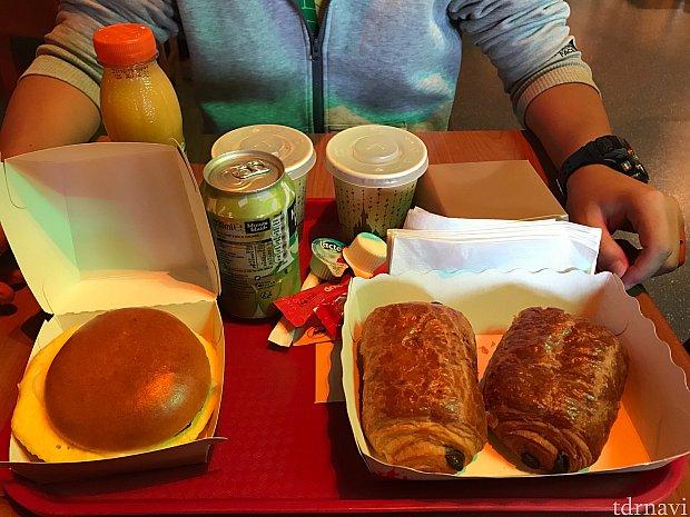 朝食はディズニースタジオ内にて。 毎日同じでしたが、飽きずに食べれました。