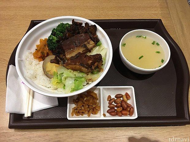 台式梅菜扣肉饭は45元也