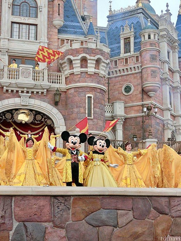 金色衣装のミッキーミニーかわいすぎます!!!(*^▽^*)