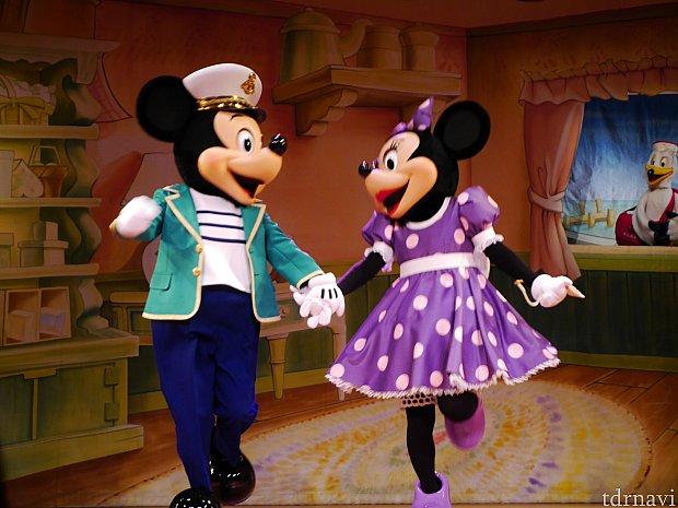 ダッフィーのために特別なお友達を作ることを思いついたミニーちゃん☆ずっと近くにいるのにダッフィーの気持ちに気付かなかったと悔やんでるミッキーとミニーが本当に優しさにあふれていて感動します・・