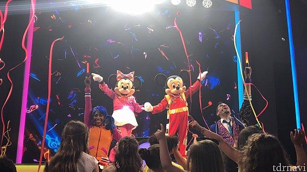 ミッキーとミニーちゃんがパーティに間に合って良かったです♪