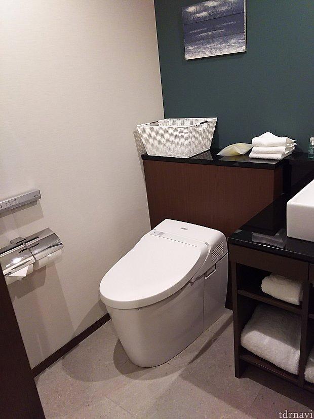 トイレと洗面所は仕切りなし。
