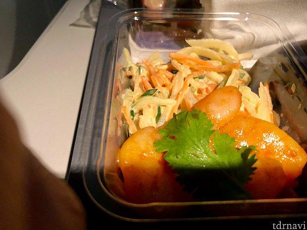 サイドはシュリンプサラダ。海老だけ食べておきました。