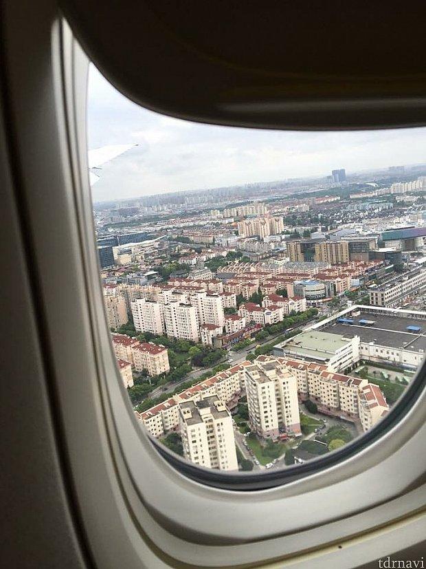 機内から虹橋空港着陸態勢