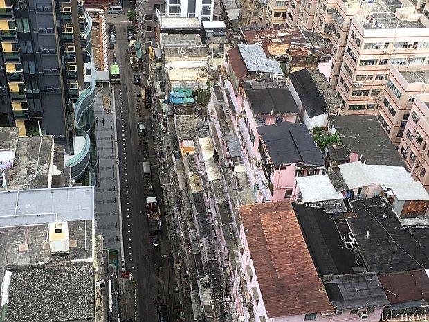 下を見下ろすと、以前宿泊した「メトロプレイス・オリンピックホテル」が!