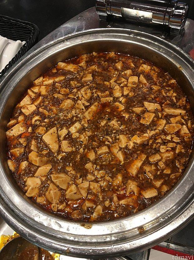 麻婆豆腐が黒胡椒がきいていて美味しいです♪