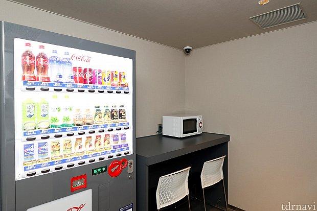 1階のランドリールームには ドリンクの自販機と電子レンジもありました
