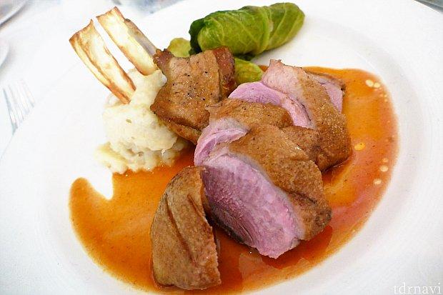 アヒルの胸肉のロースト このレストランで一番美味しかった料理です!アヒルを食べる罪悪感を感じつつも、美味しくいただきました_(._.)_