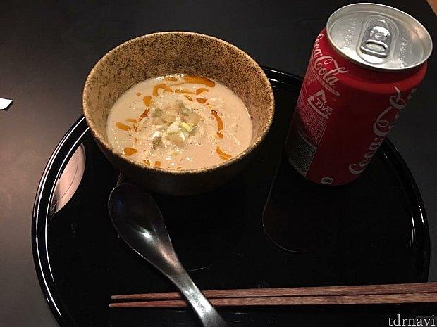 キャセイパシフィックラウンジハシゴ!担々麺が美味しいです(^o^)