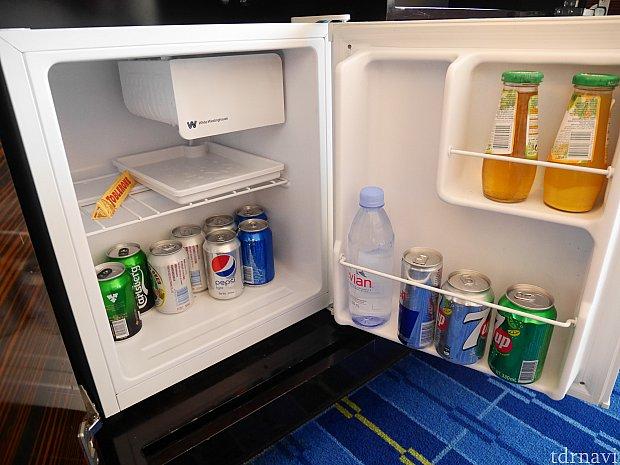 こちらは有料。エビアンは有料ですが、テーブルに無料の水が2本あります。