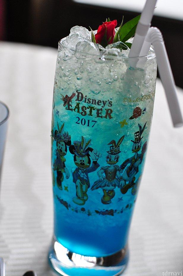 グラスは透明でファッショナブルなキャラクターが描かれています。裏にはミラコスタのロゴ!お帰りは未使用の綺麗なグラスを頂けます。