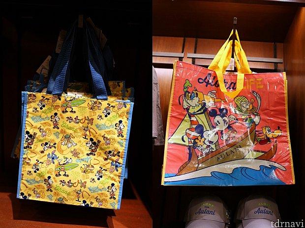 ショッピングバッグ(右:12ドル、左:6ドル)